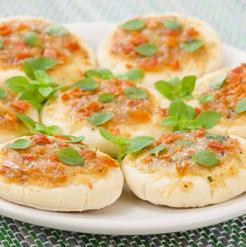 Entrée : Mini-pizzas à la tapenade de thon et citron